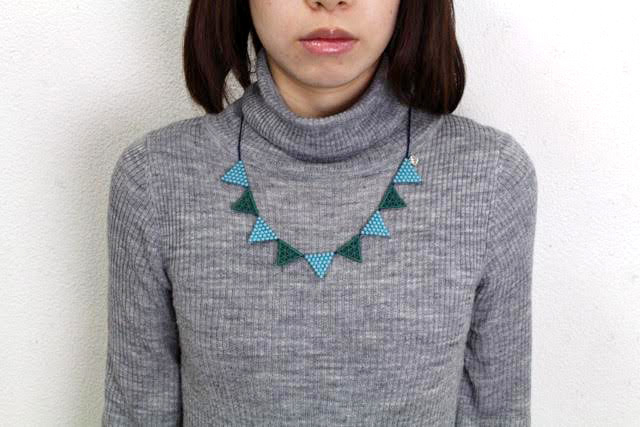 000_lace triangle_bluegreen-1