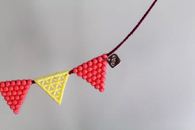 000_lace triangle_pinkyellow__3
