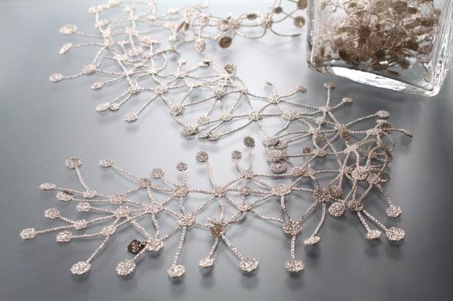 000_DNA lariat_silver