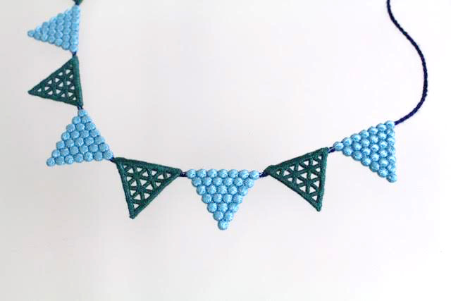 000_lace triangle_bluegreen