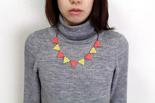 000_lace triangle_pinkyellow